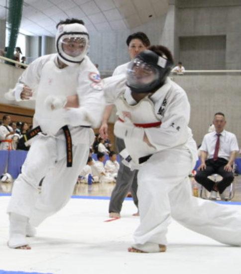 全日本格斗打撃選手権 一般男子有段組手決勝 vol.40掲載